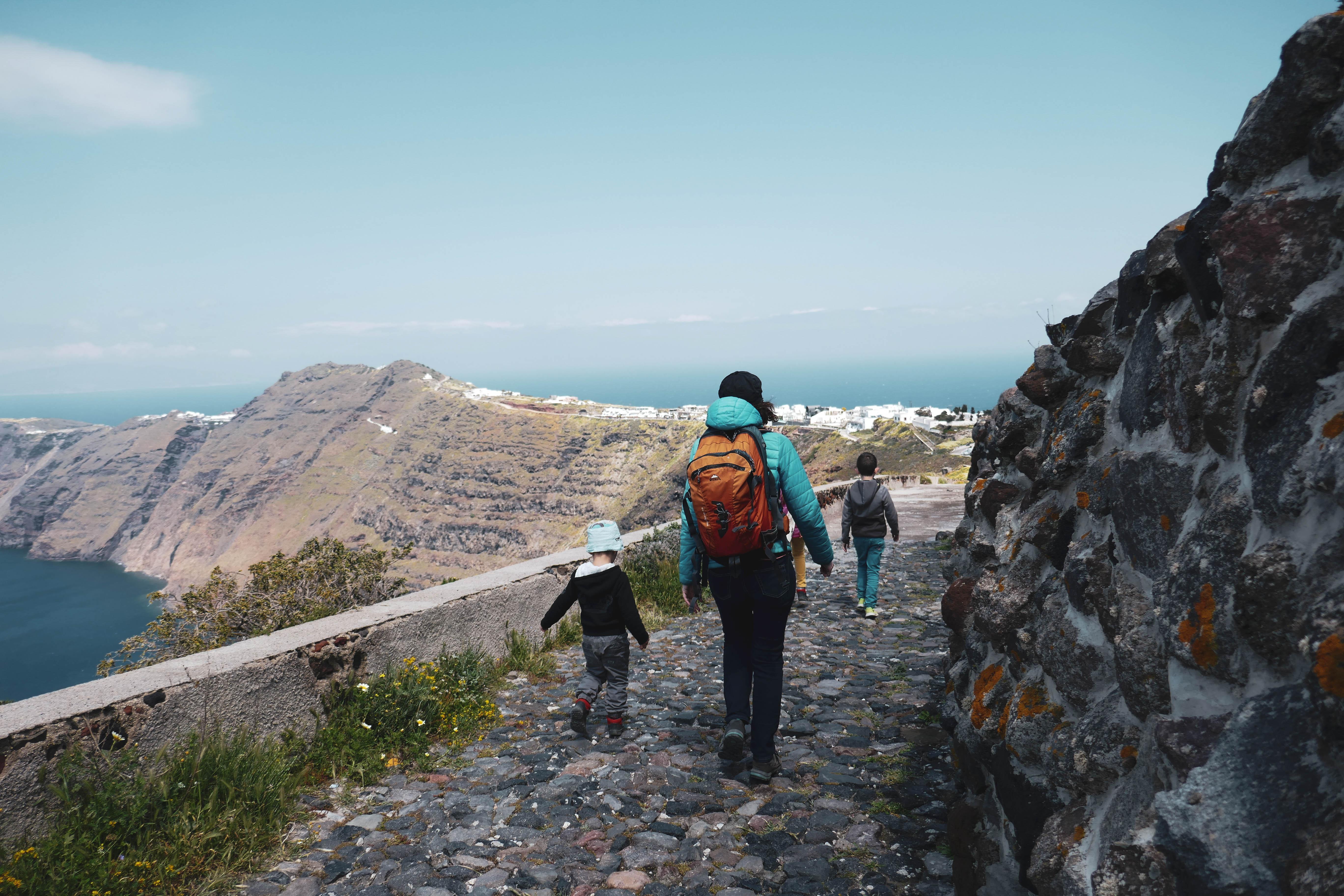 De Oia à Fira, archipel des Cyclades, île de Santorin.