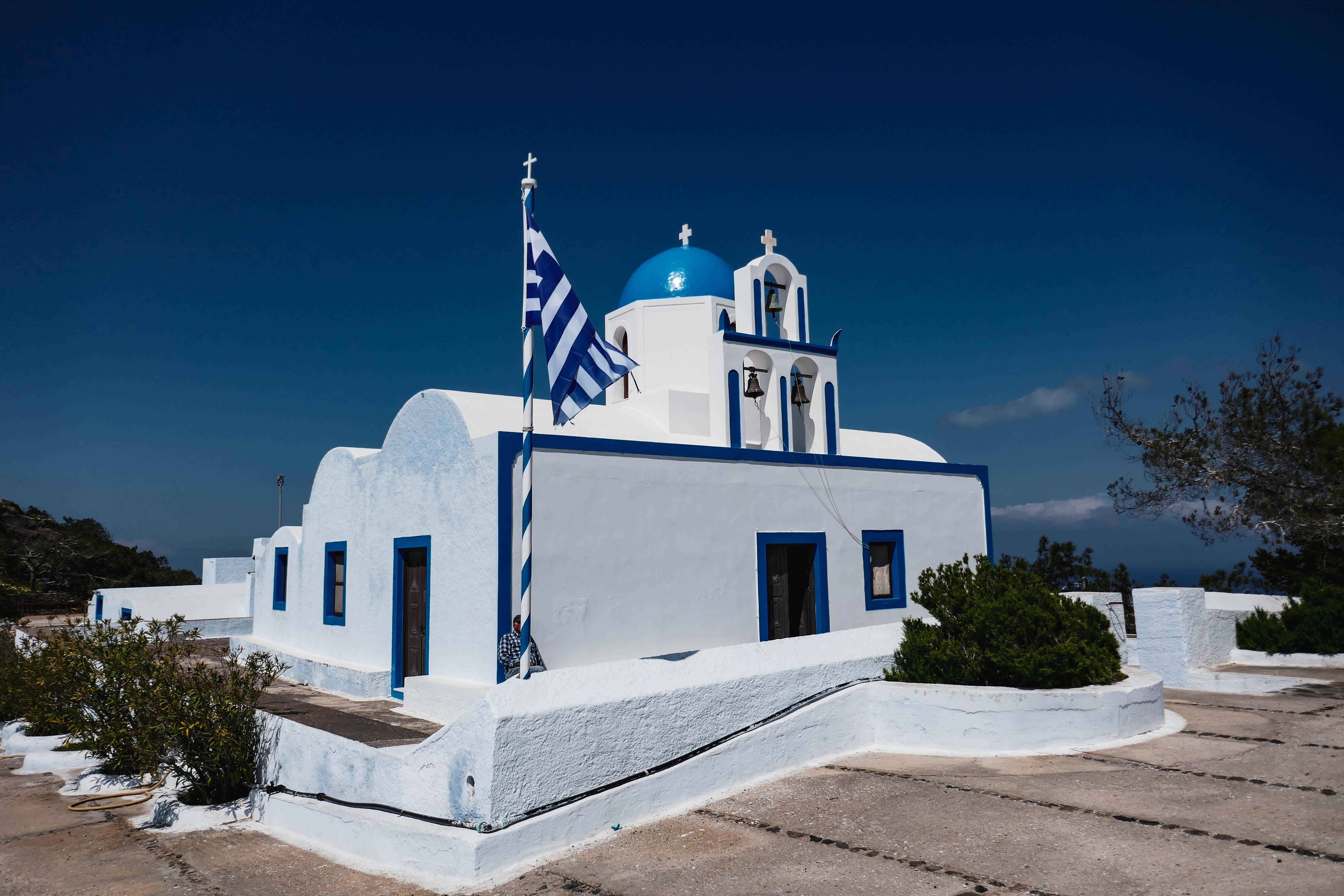 Santorin, voyage en famille. chapelle du prophète Elie, archipel des Cyclades, île de Santorin.