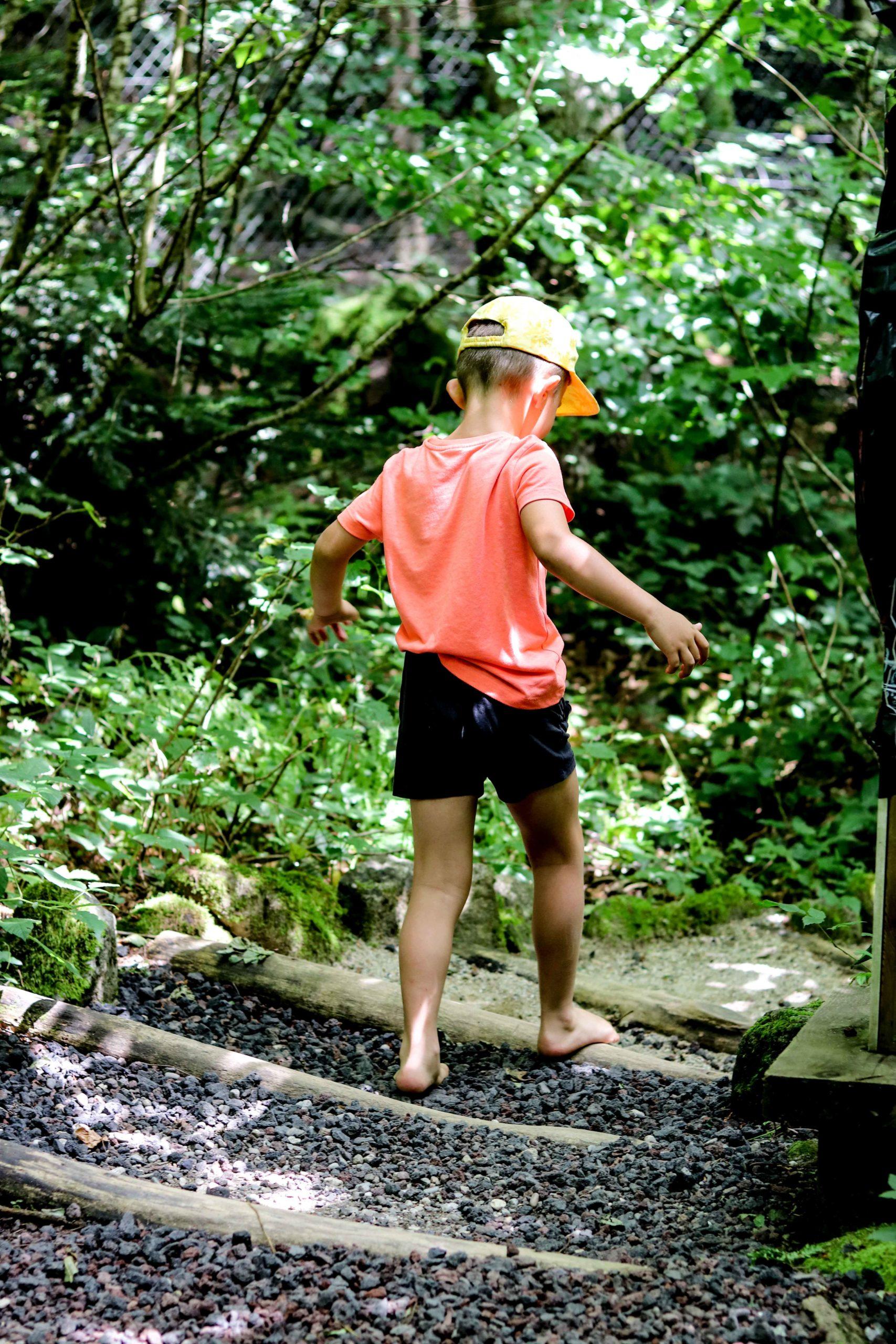 La Maison des Loups -  Parcours pied nus - Orlu - famille - Ariège tourisme