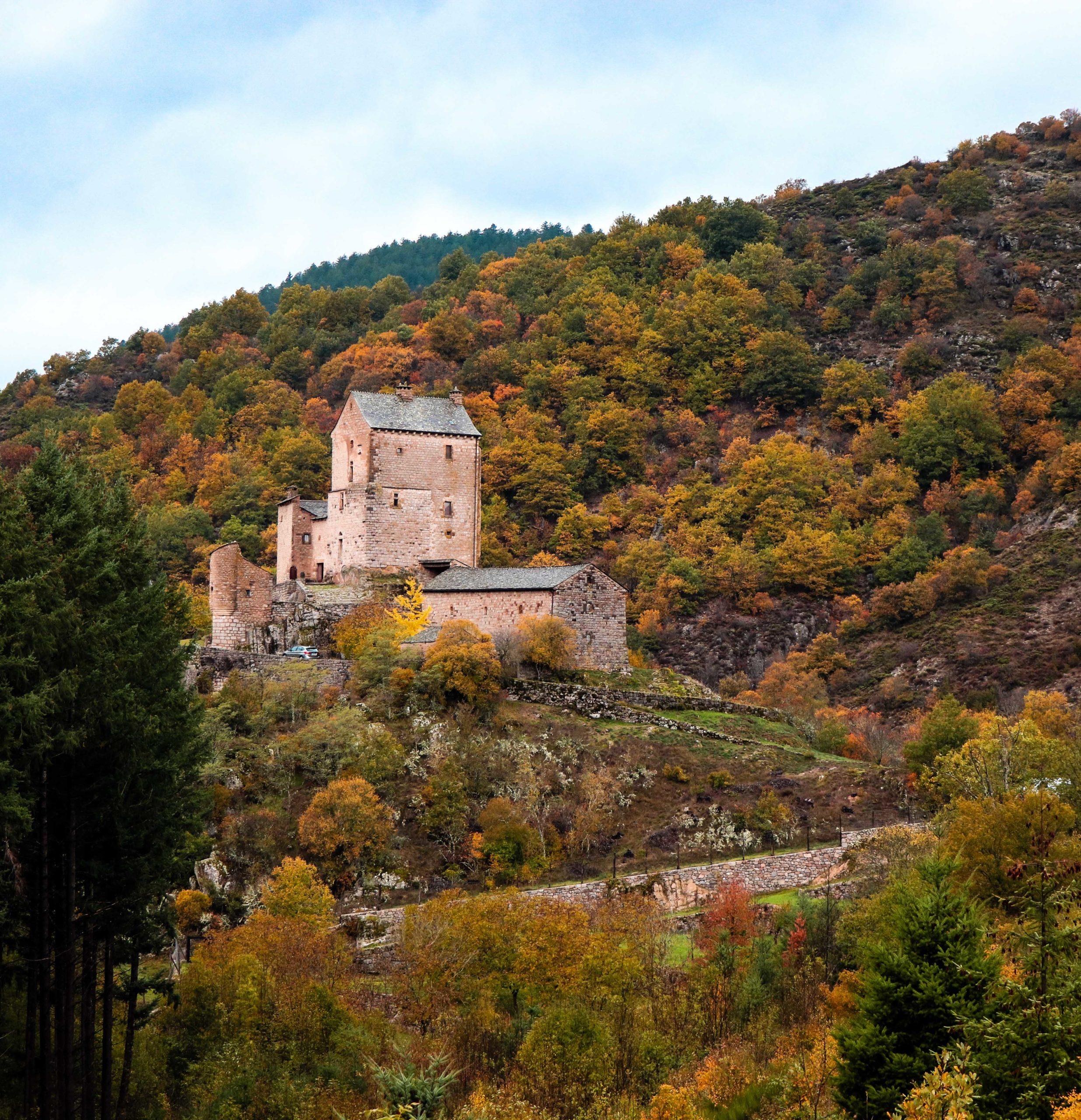 le château de Miral. La Lozère en famille.