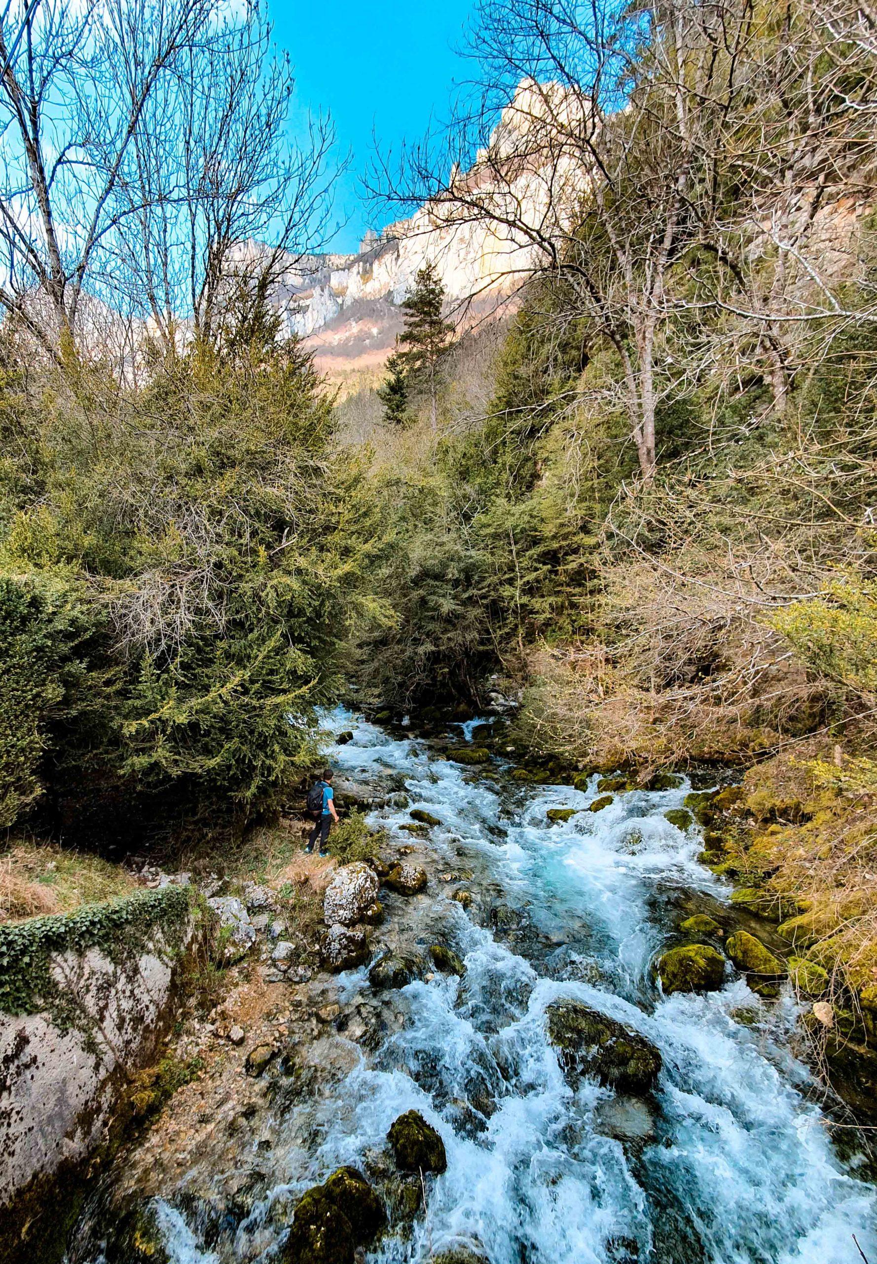 sur le sentier des vautours à Archiane blog famille week-end vacances Cirque d'Archiane Drôme